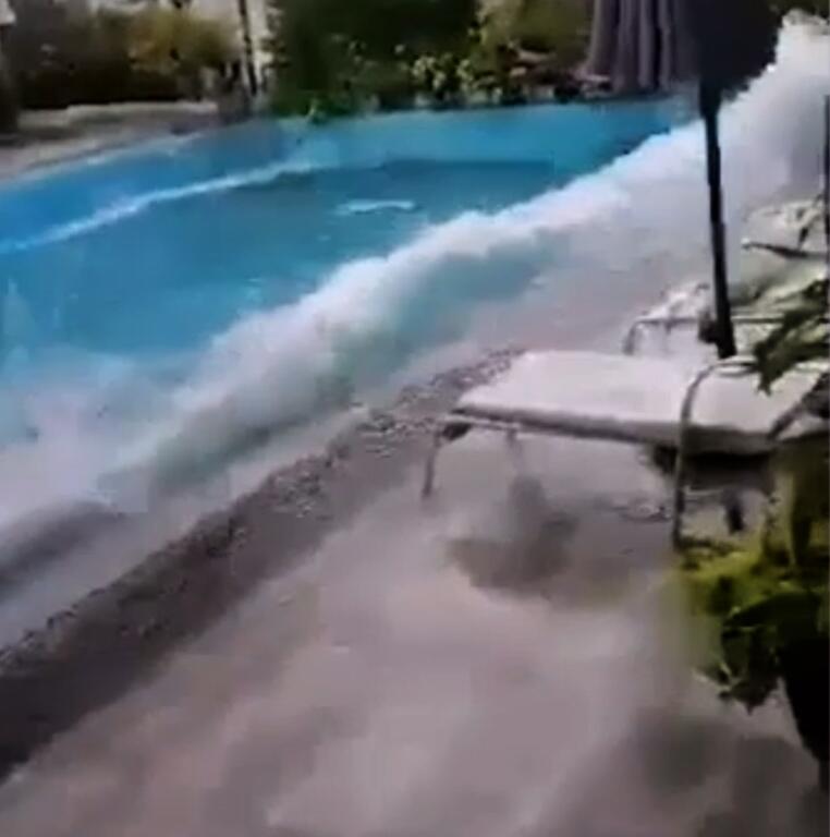 Bild zu Philippinen, Erdbeben, Pool