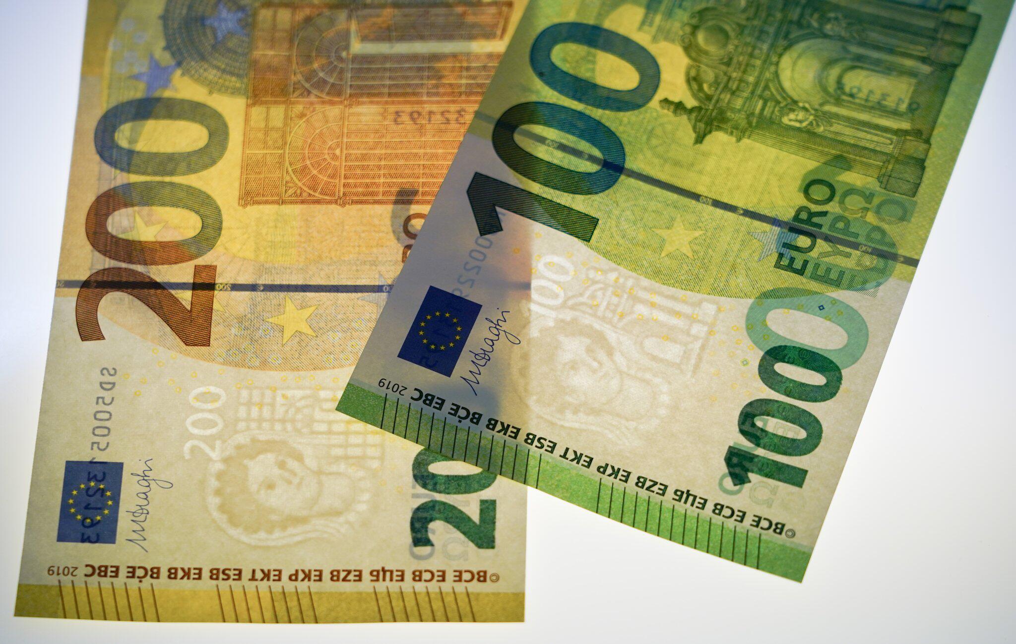Bild zu Euro, Einführung, 100 Euro, 200 Euro, Scheine, Bundesbank