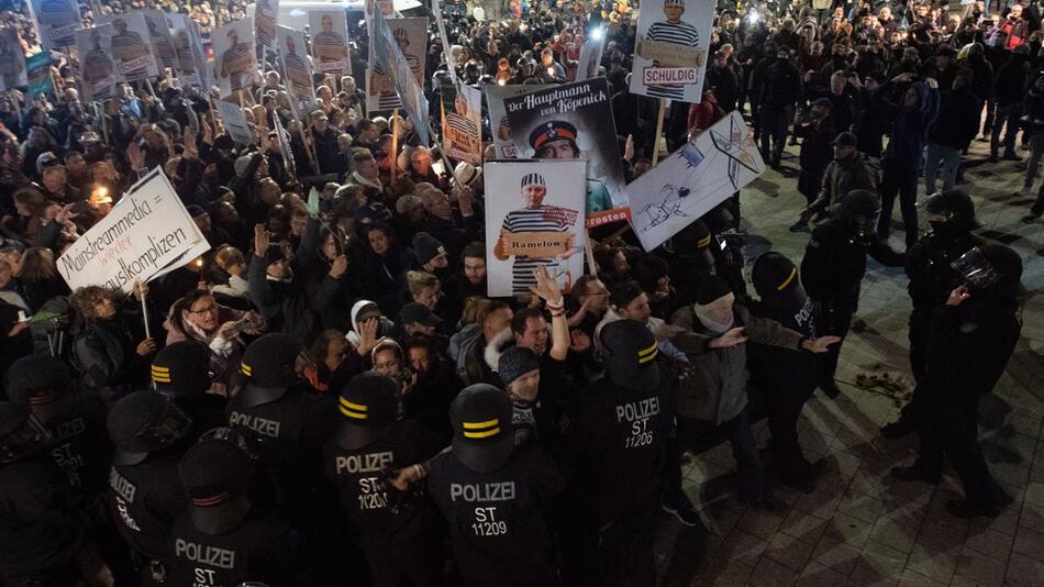 """""""Querdenken"""" - Demo – Leipzig"""