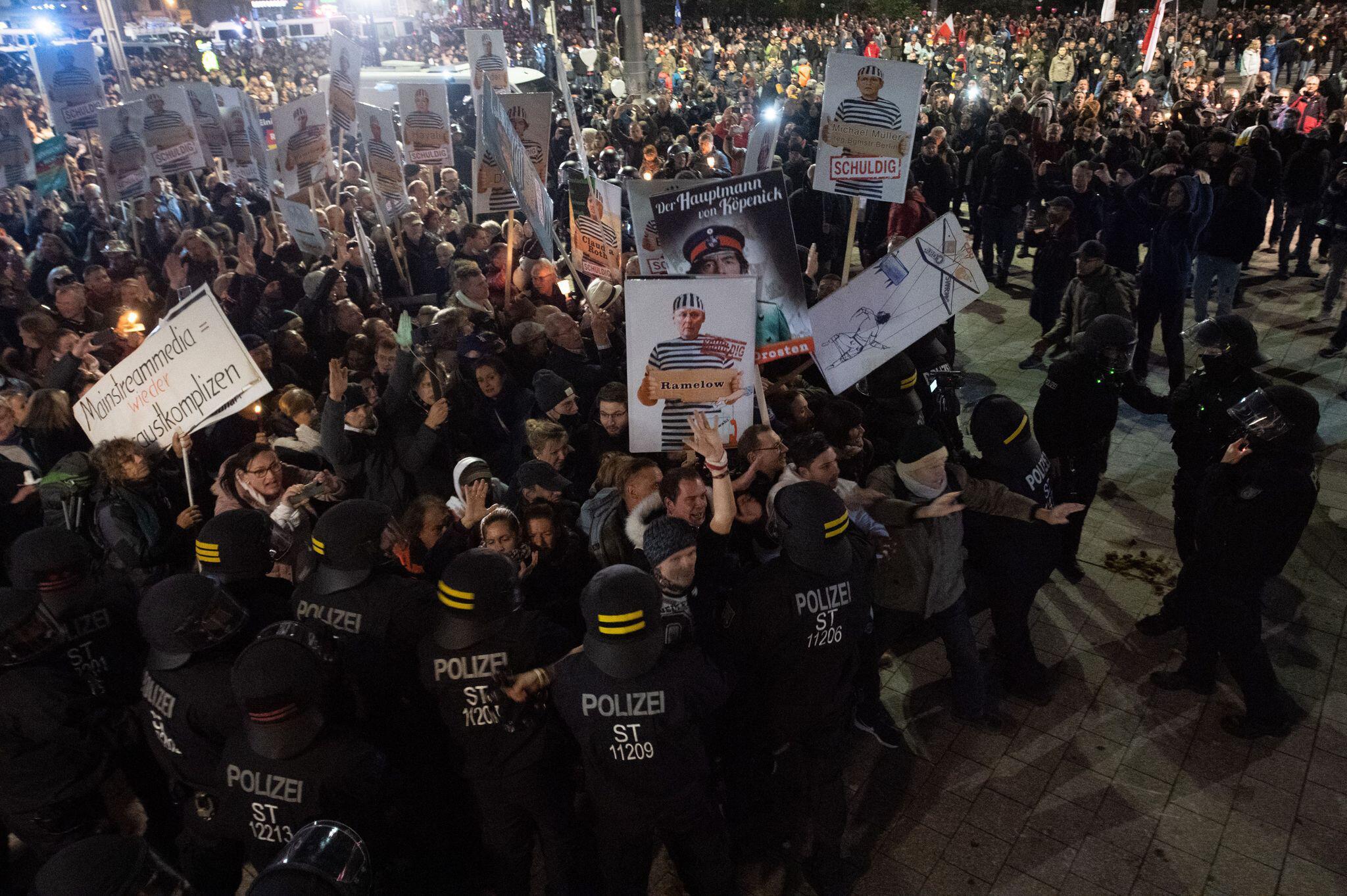 """Bild zu """"Querdenken"""" - Demo – Leipzig"""