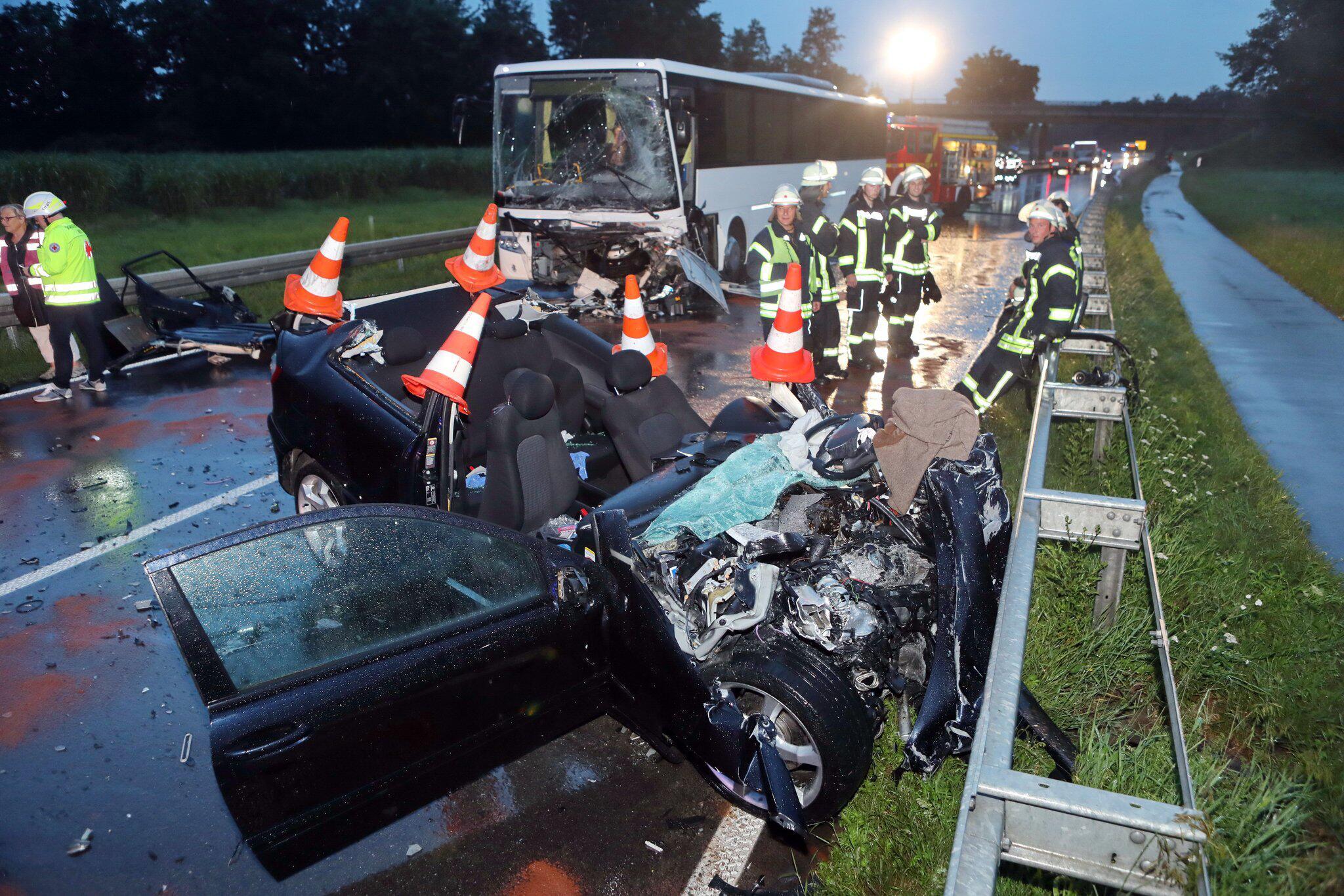 Bild zu 18-jährige Autofahrerin bei Unfall getötet