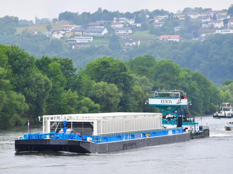 Bild zu Castor-Transport auf dem Neckar