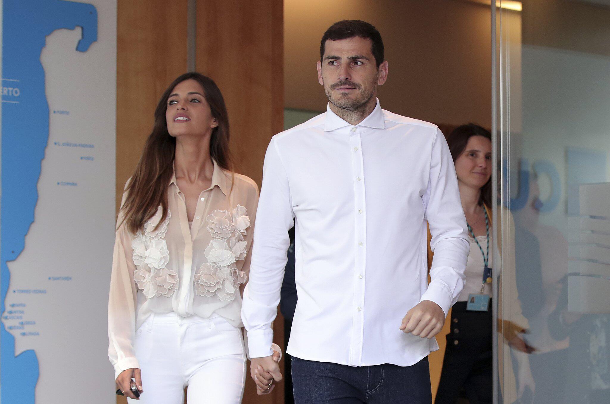 Bild zu Torhüter Casillas und Ehefrau Sara