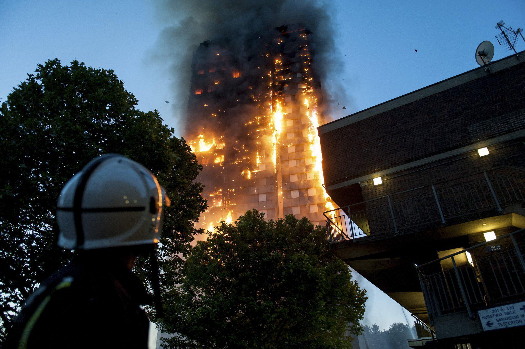 Bild zu Großbrand in Londoner Hochhaus