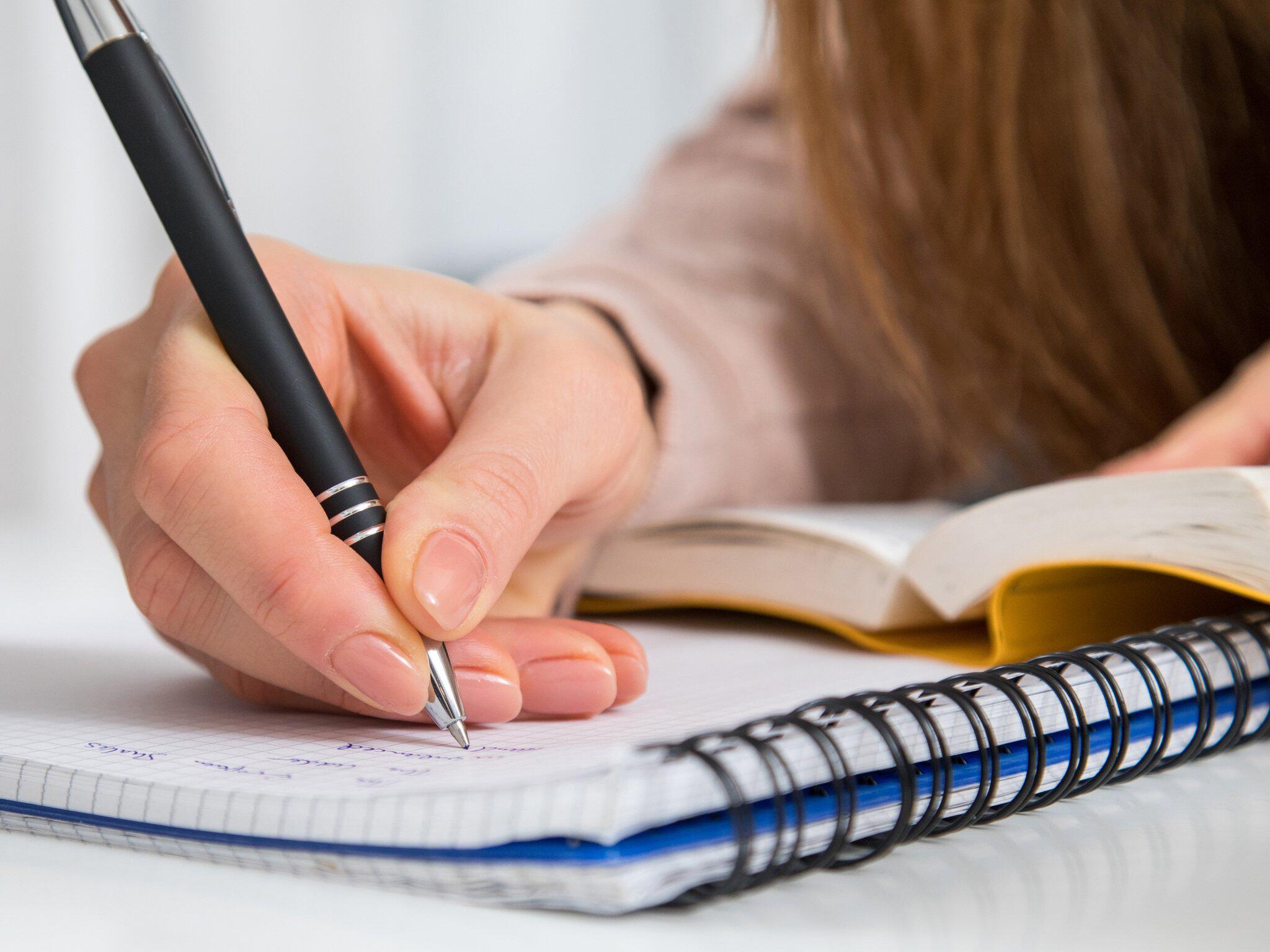 Bild zu Mit der Hand schreiben