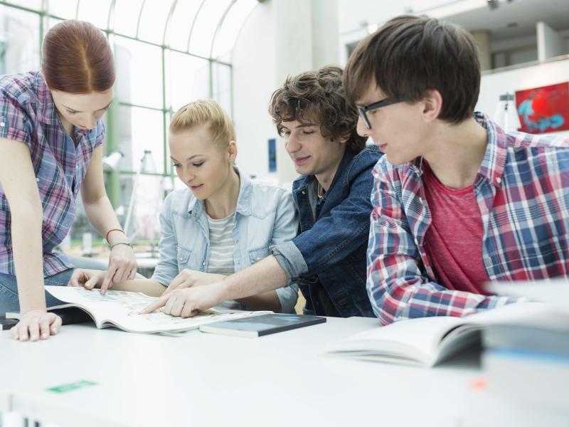 Bild zu Gruppe von Studenten