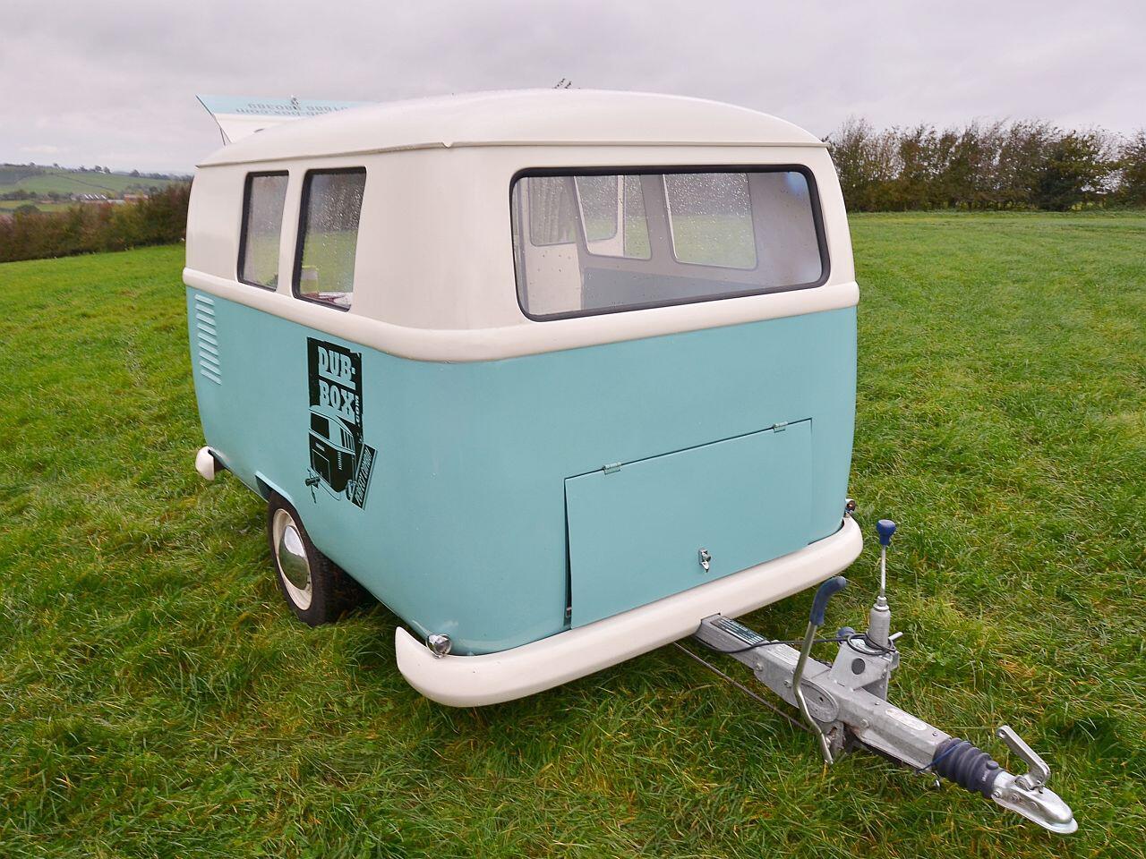 Bild zu Dub Box: Nostalgischer Retro-Wohnwagen für VW Bulli-Fans