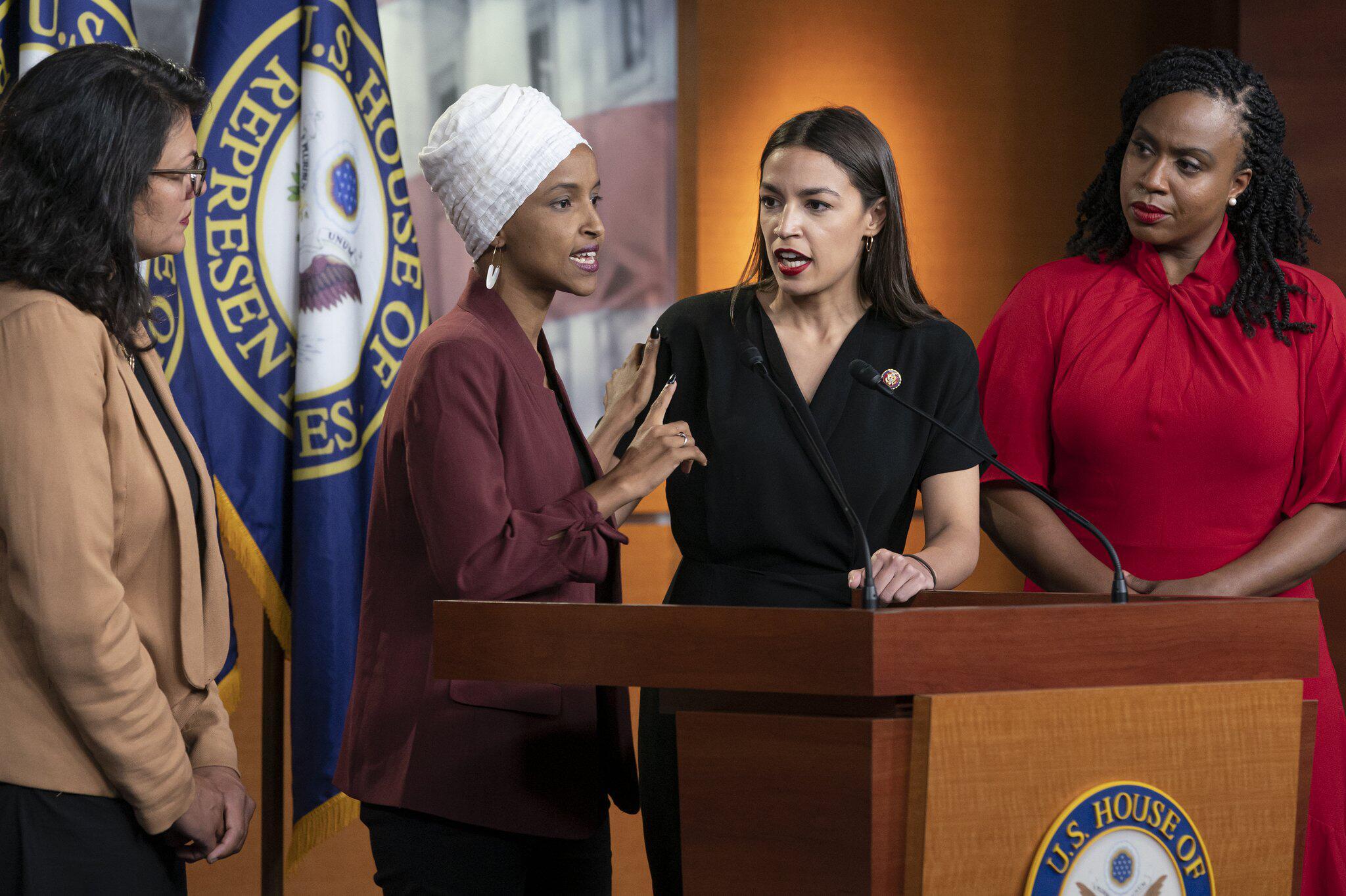 Bild zu Demokratinnen verurteilen Trumps Äußerungen