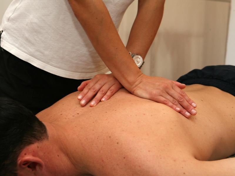Bild zu Beim Physiotherapeuten