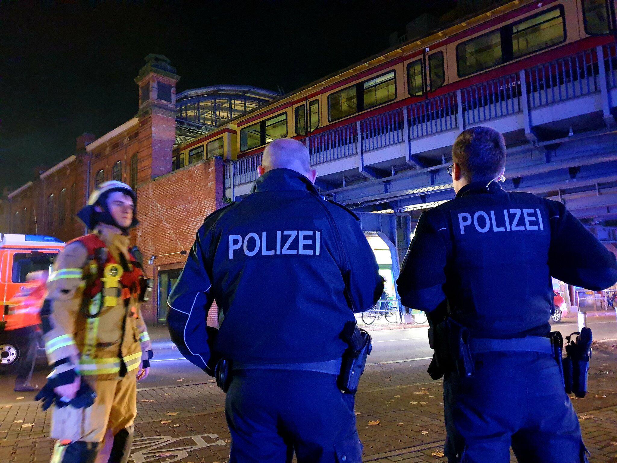 Bild zu Feuer in Zug mit Fußballfans