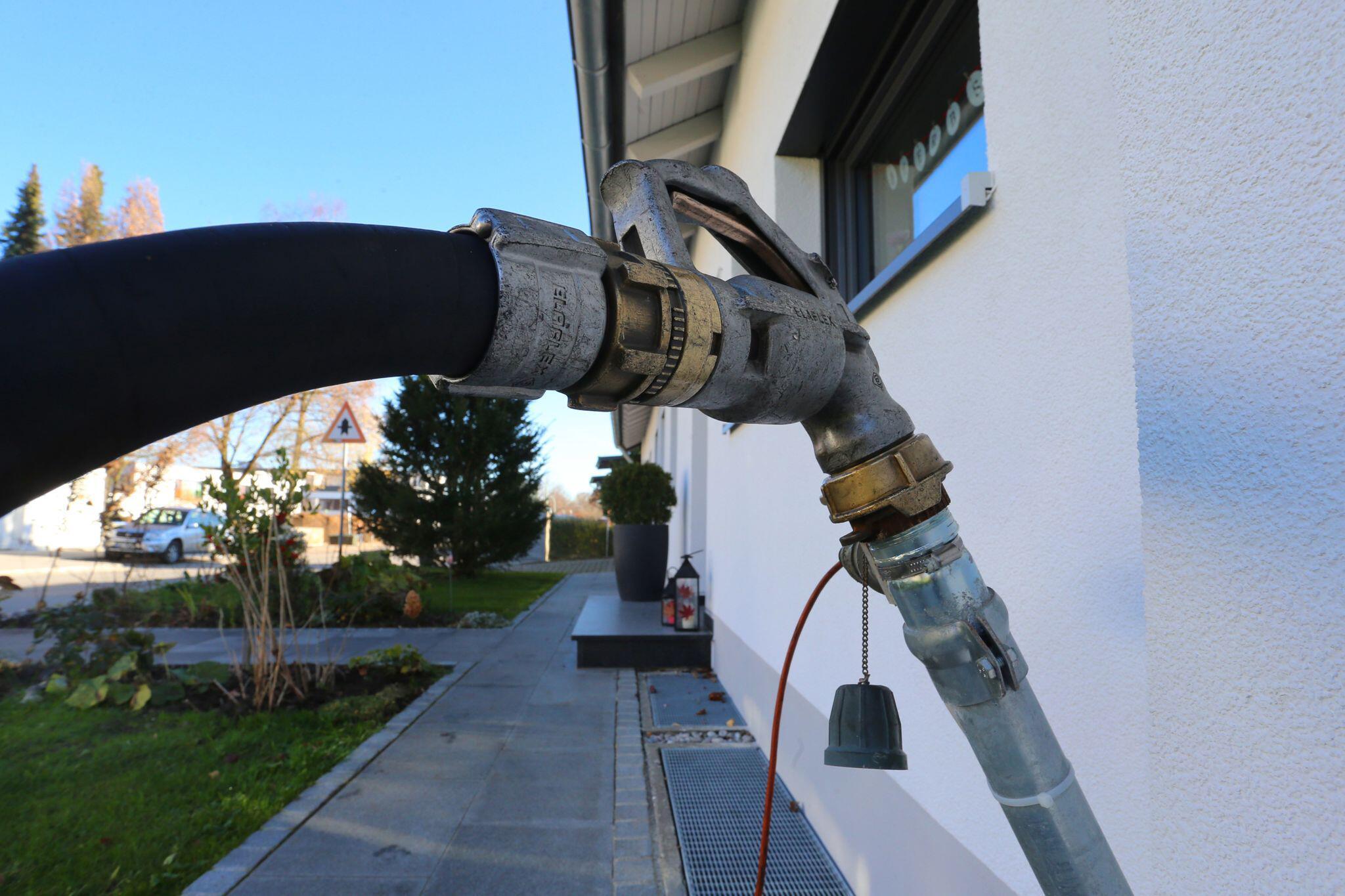 Bild zu Heizöl so günstig wie vor 16 Jahren - Ölpreis und Dollar schwach