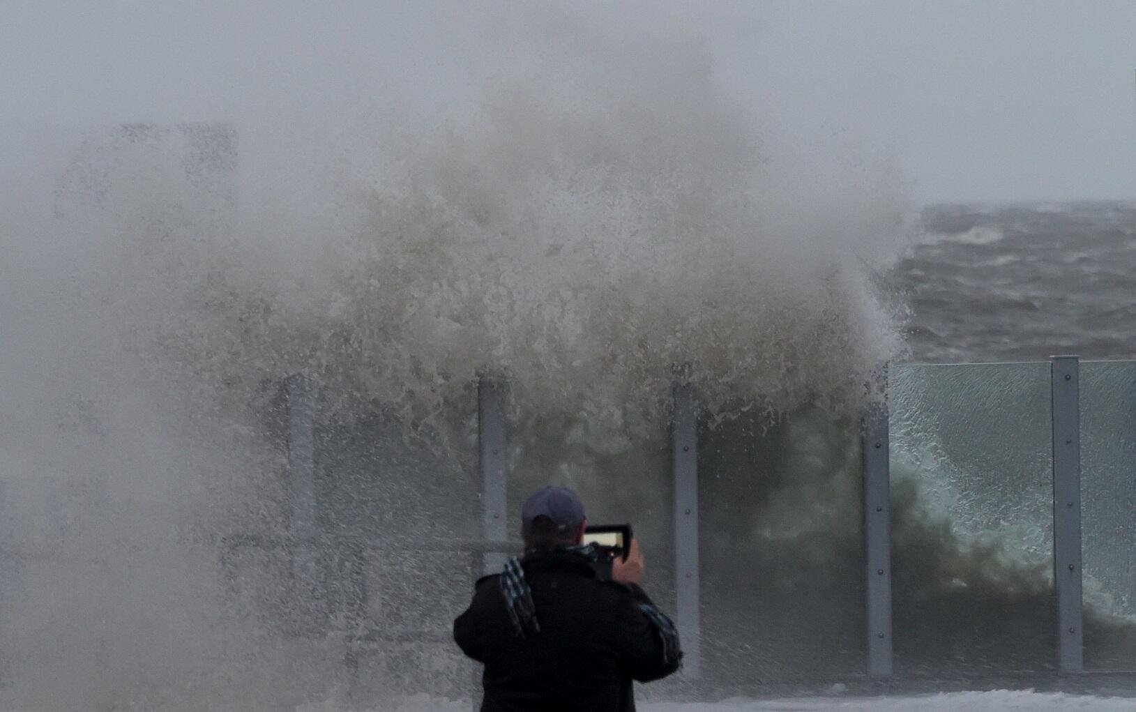 Bild zu Nordsee Wellen Orkan Sturm