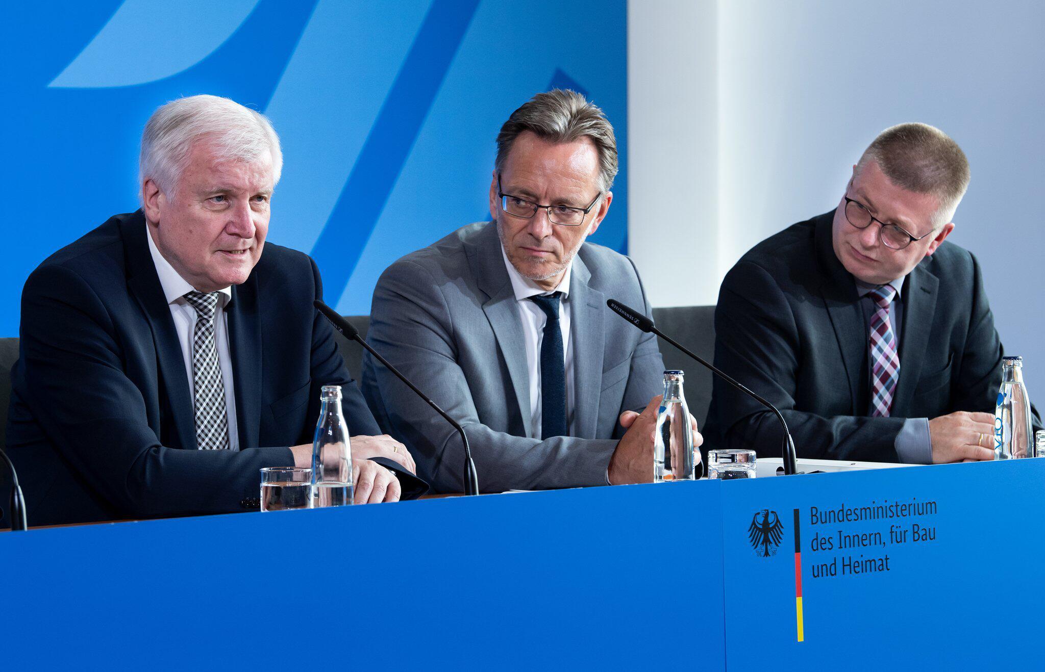 Bild zu Presse Konferenz, Seehofer, Innenminister, Lübcke