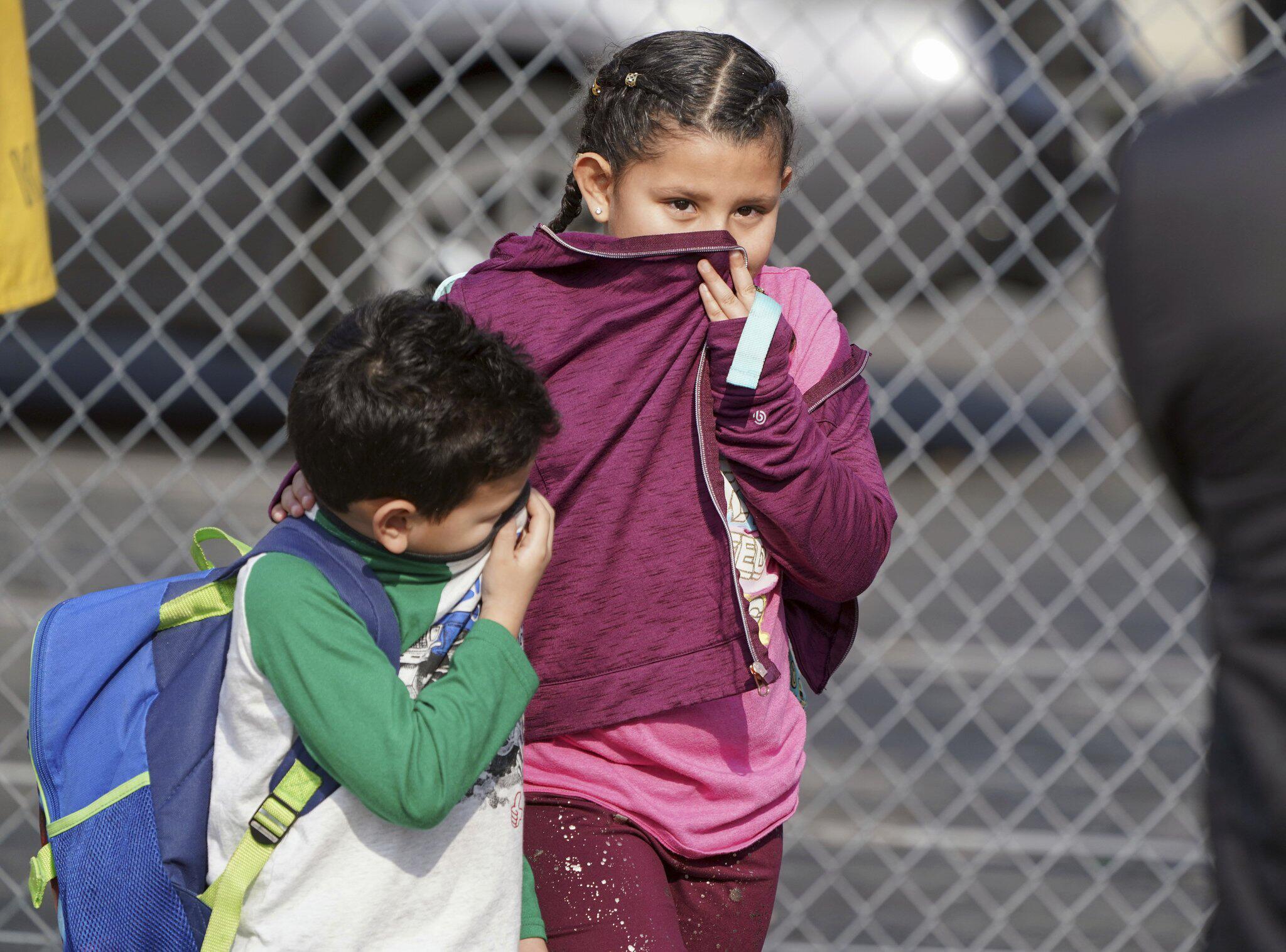Bild zu US-Flugzeug lässt Treibstoff über Grundschule ab