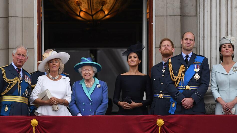 Britische Königsfamilie auf Balkon des Buckingham-Palastes