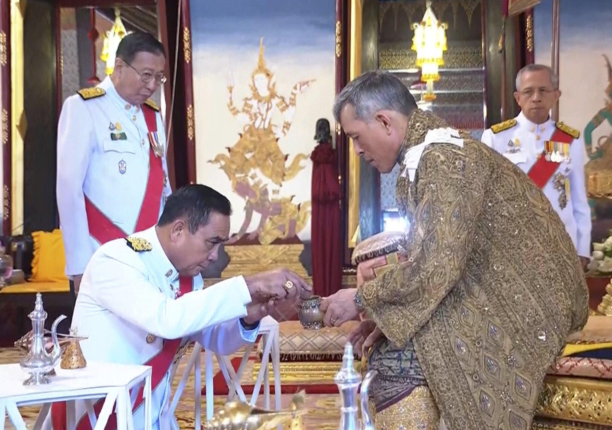 Bild zu Thailands König gekrönt