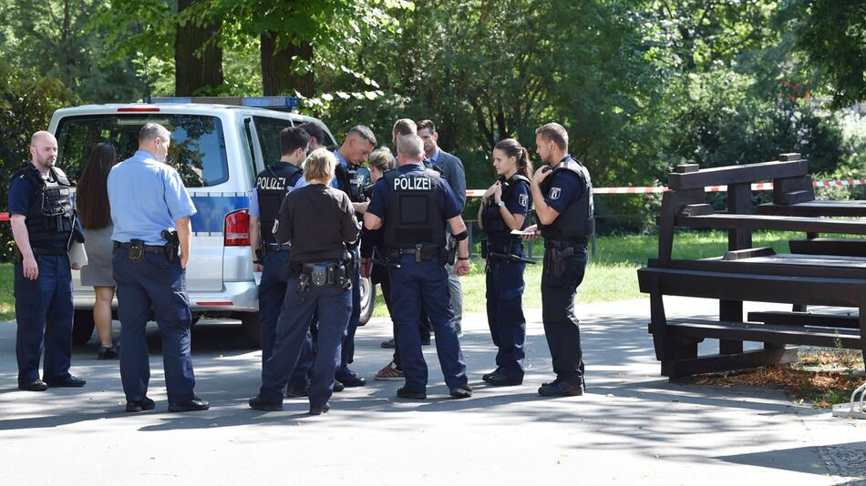 Police: Cyclist alleged to have shot man in Berlin-Moabit