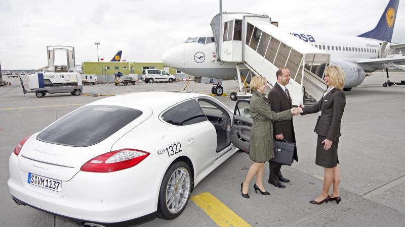 Im Porsche zum Flieger