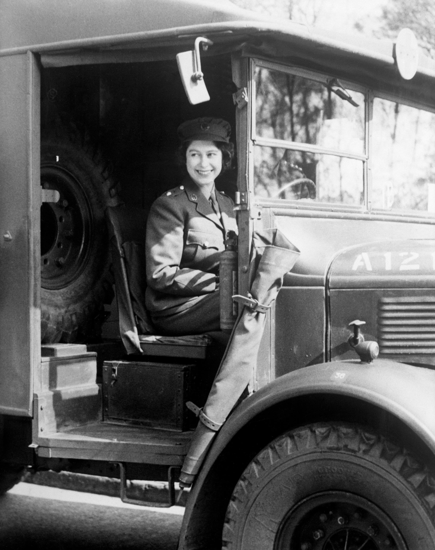 Bild zu Elizabeth II. LKW-Fahrerin