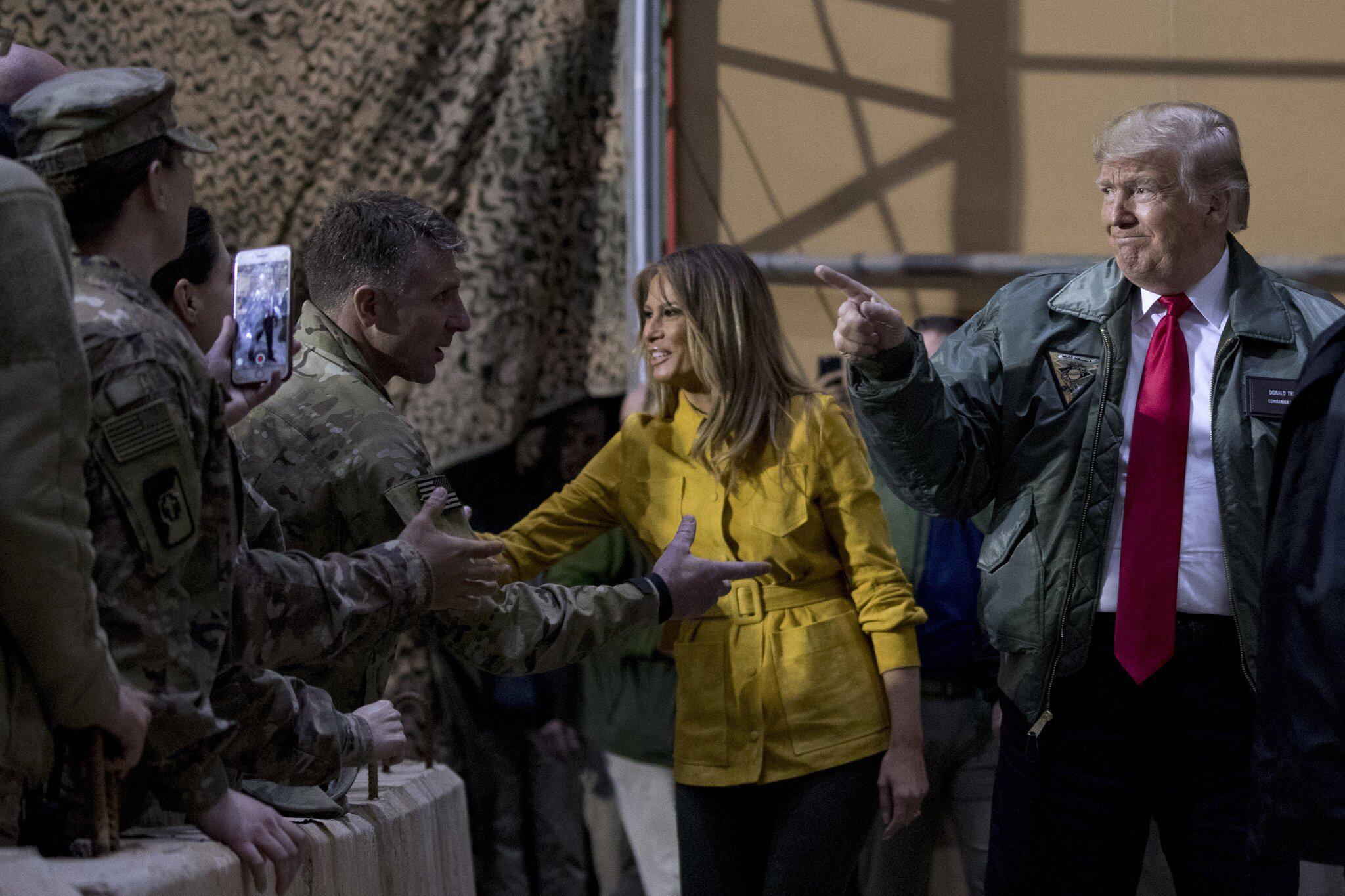 Bild zu Trump und First Lady besuchen US-Truppen im Irak
