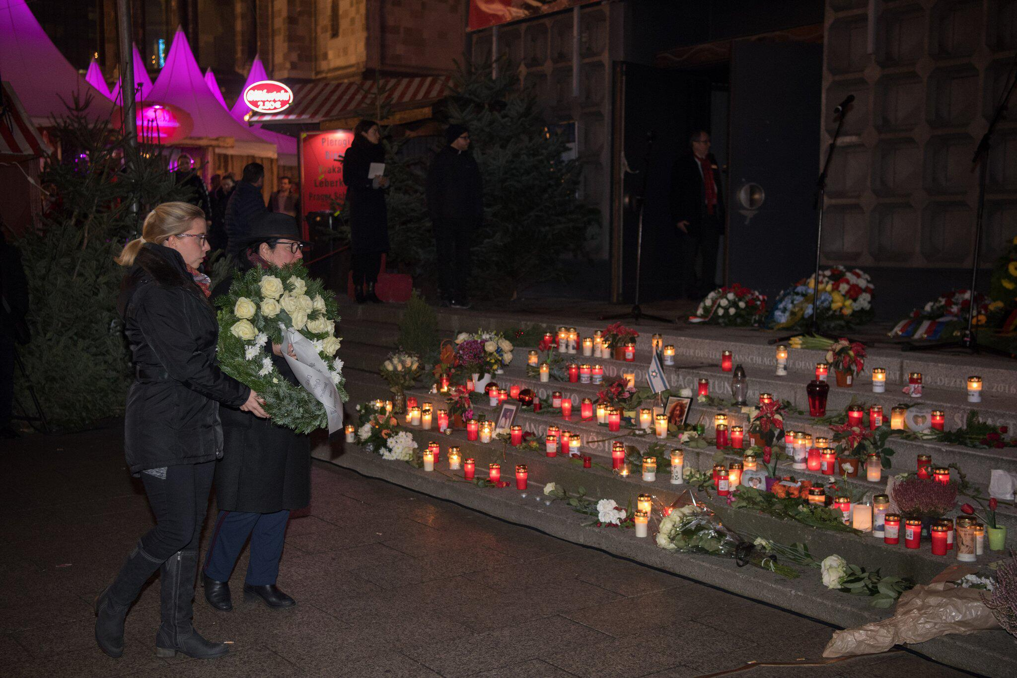 Bild zu Gedenken an Opfer des Terroranschlags an der Gedächtniskirche