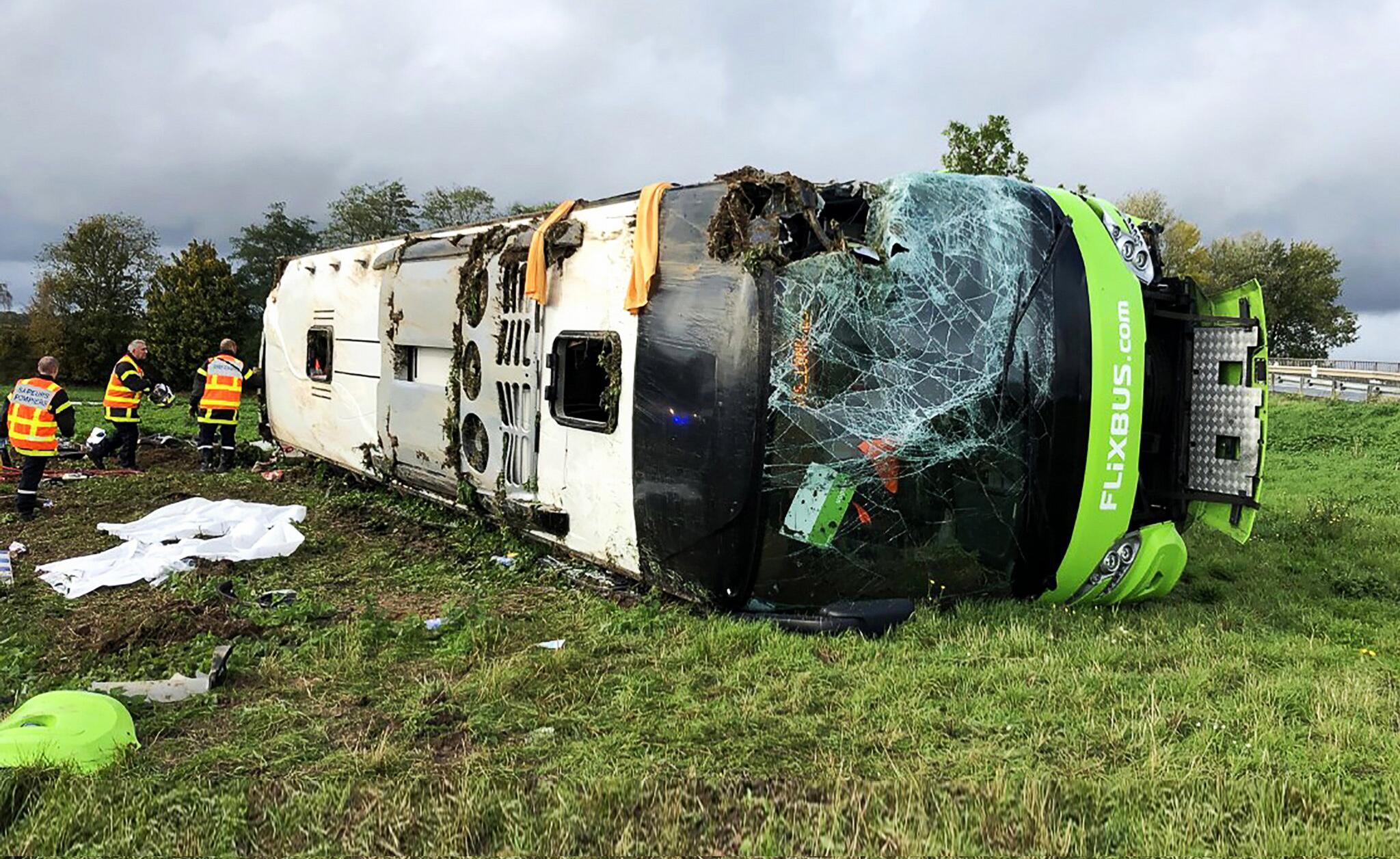 Bild zu Dutzende Verletzte bei Flixbus-Unfall in Frankreich