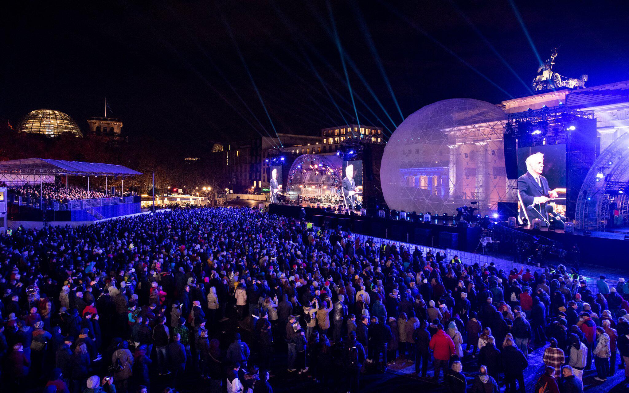 Bild zu 30. Jahrestag Mauerfall - Feier am Brandenburger Tor