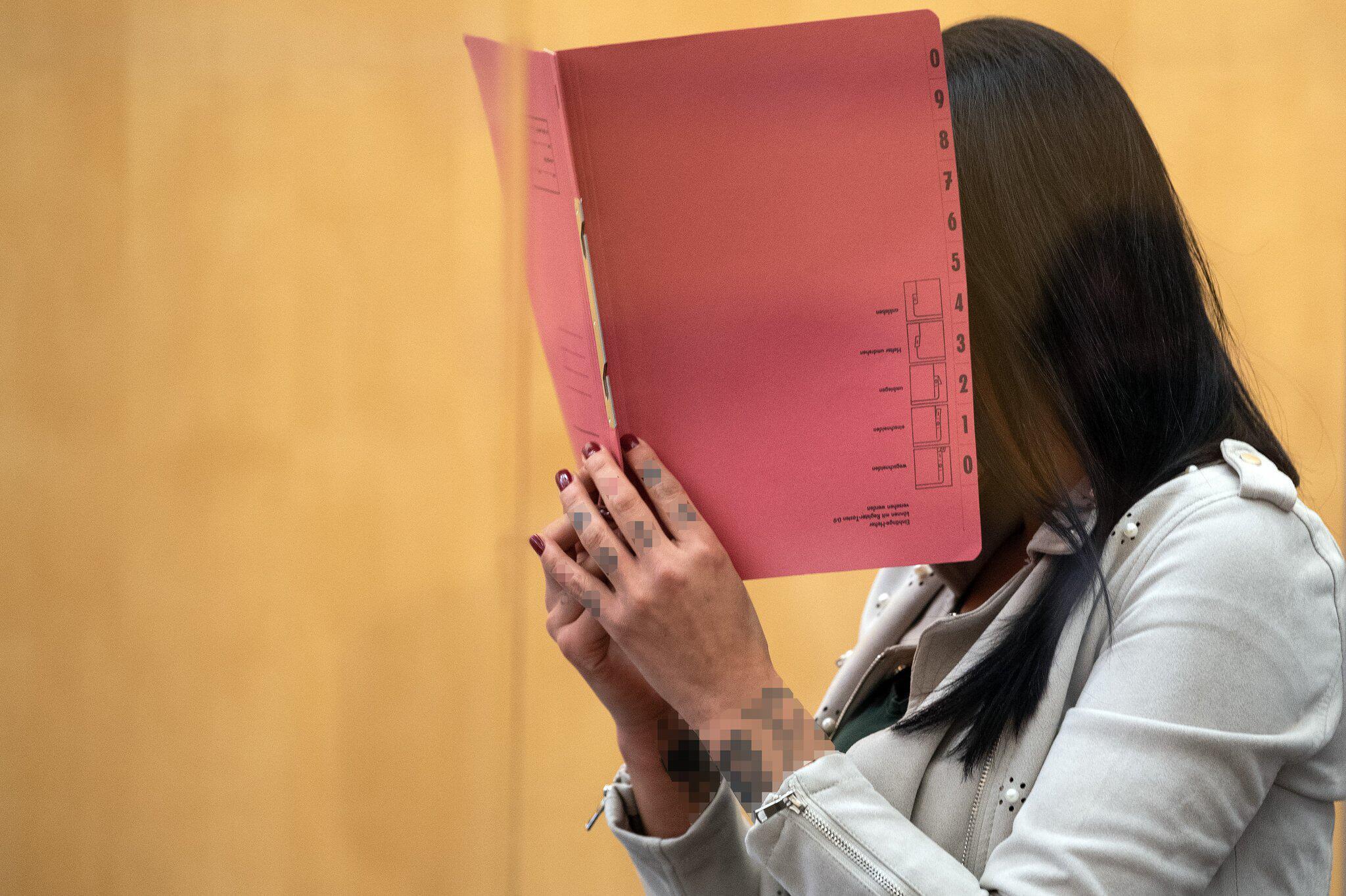 Bild zu Prozess gegen mutmaßliche IS-Terroristin