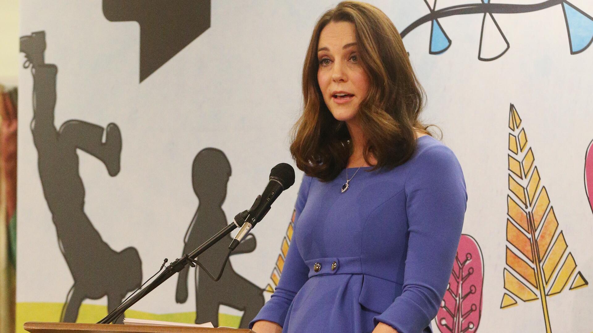 Bild zu Herzogin Kate: Wunderschöner Babybauch! Hier lohnt es sich, unter den Mantel zu gucken