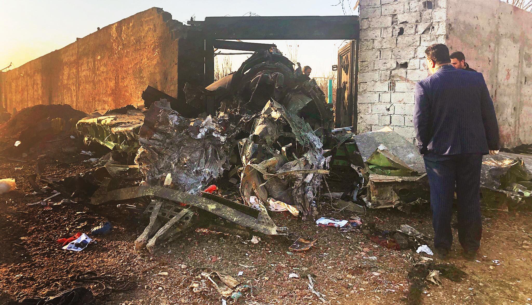Bild zu Passagierflugzeug nahe Teheran abgestürzt