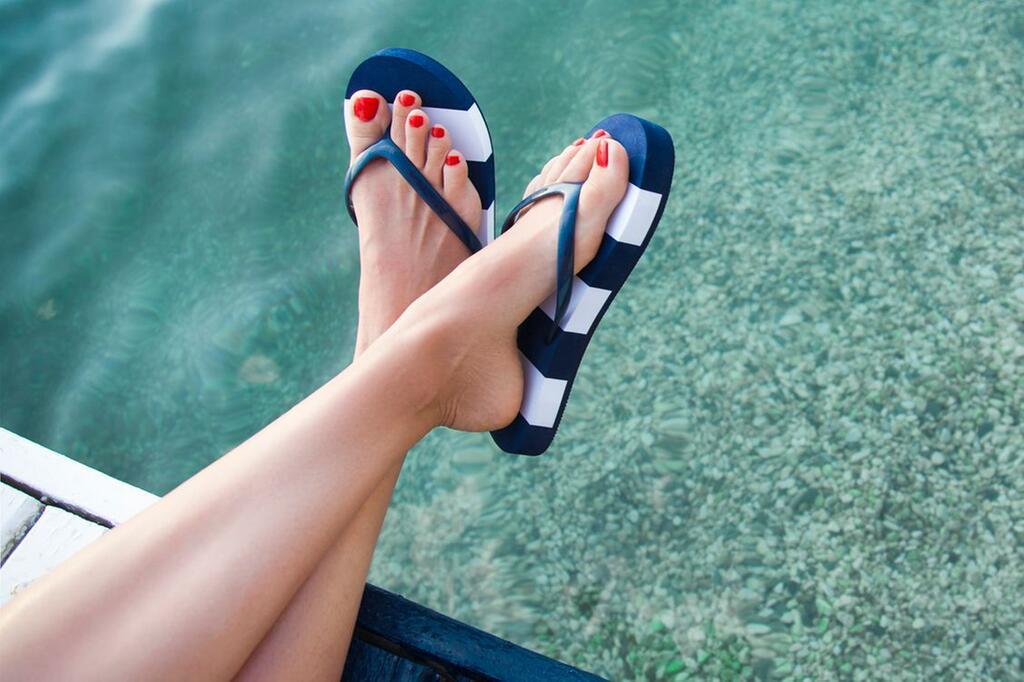 Fußpflege, Füße, Sommer, Fußbad, Hornhaut, Feuchtigkeit, Nagelpflege, Peeling, Spa