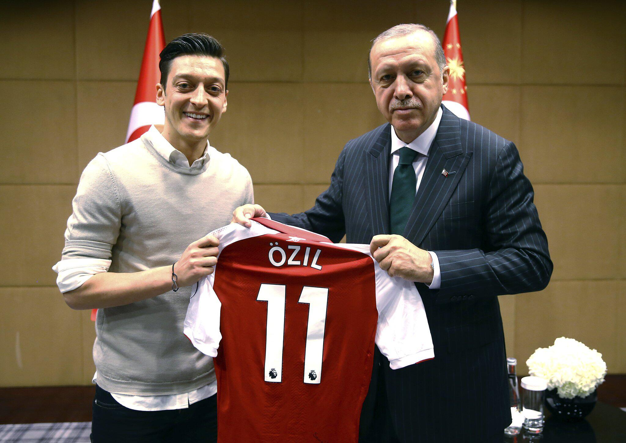 Bild zu Mesut Özil posierte mit Recep Tayyip Erdogan