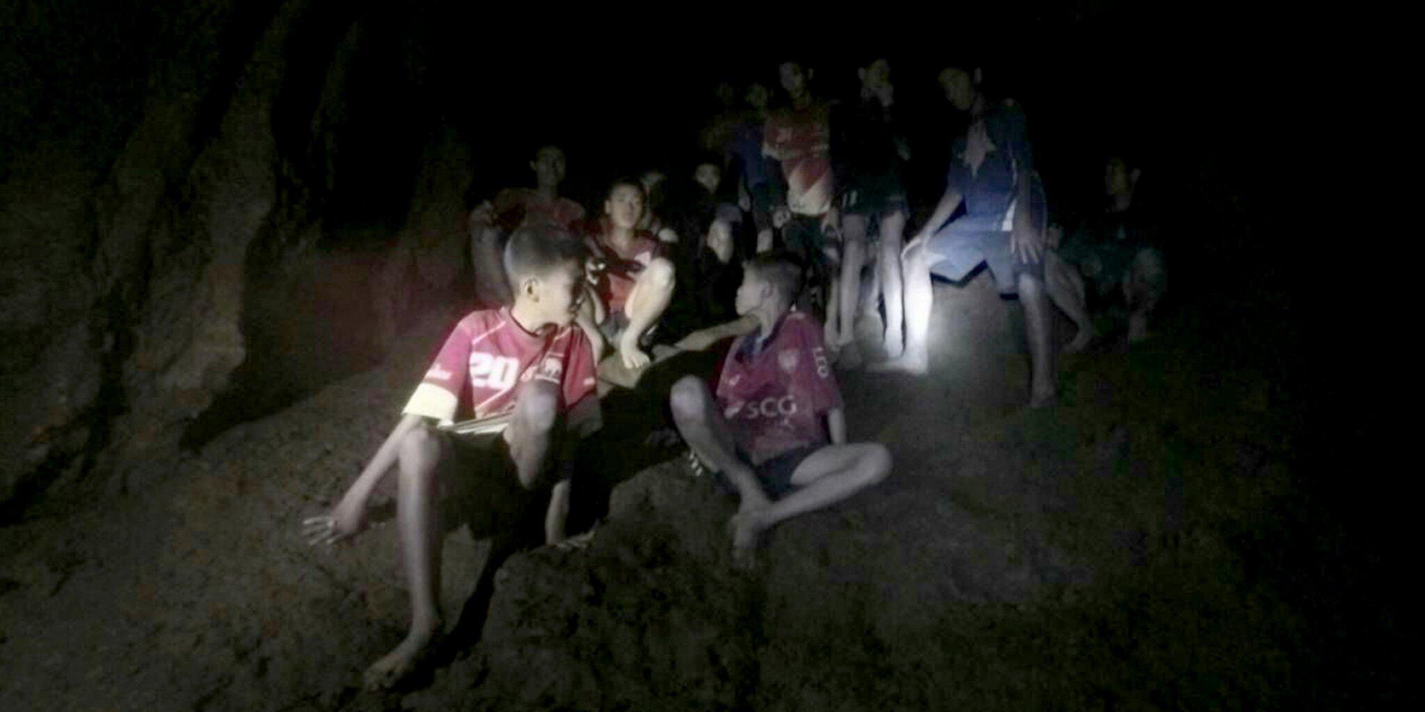 Bild zu In Höhle vermisste Jugendfußballer lebend gefunden