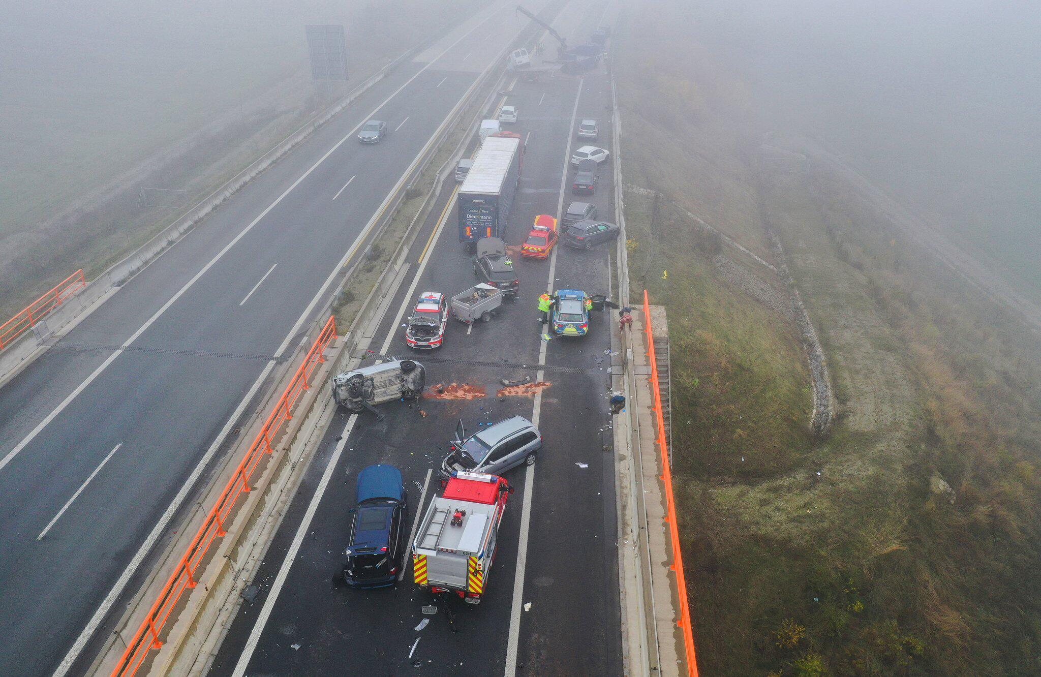 Bild zu Massenunfall auf Autobahn