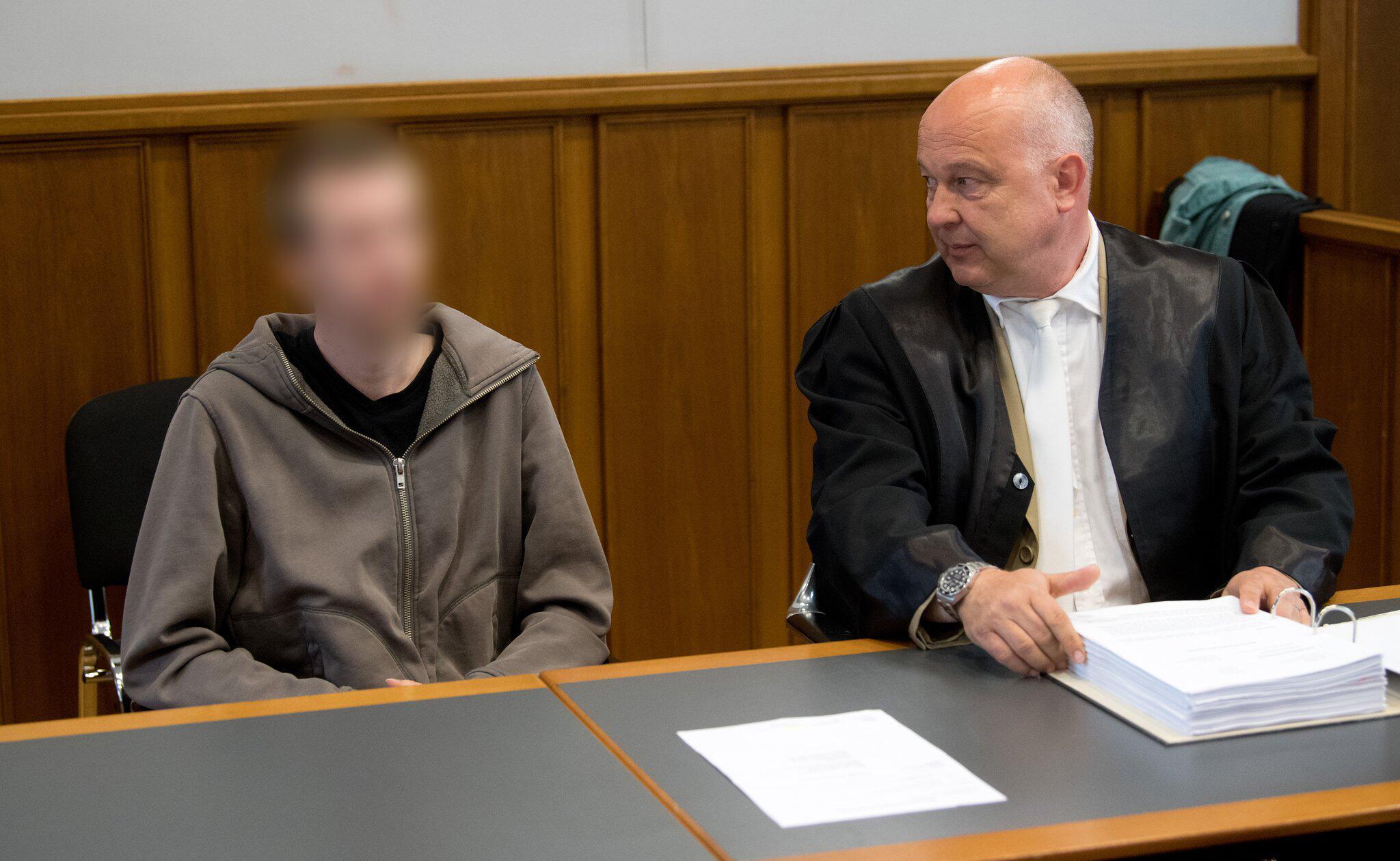 Bild zu Prozess gegen Vater der Baby tot geschüttelt haben soll