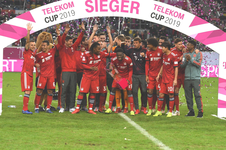 Bild zu Bayern, München, Telekom-Cup, Davies, Bundesliga, Fußball