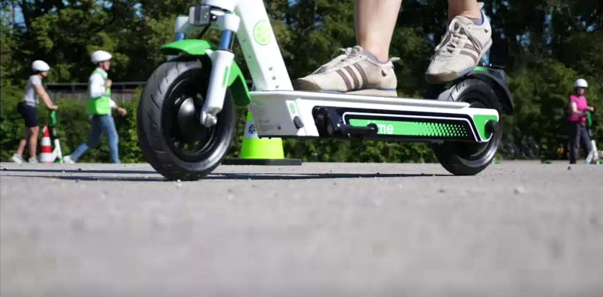 """Bild zu E-Scooter-Fahrsicherheitstraining beim Anbieter """"Lime""""."""