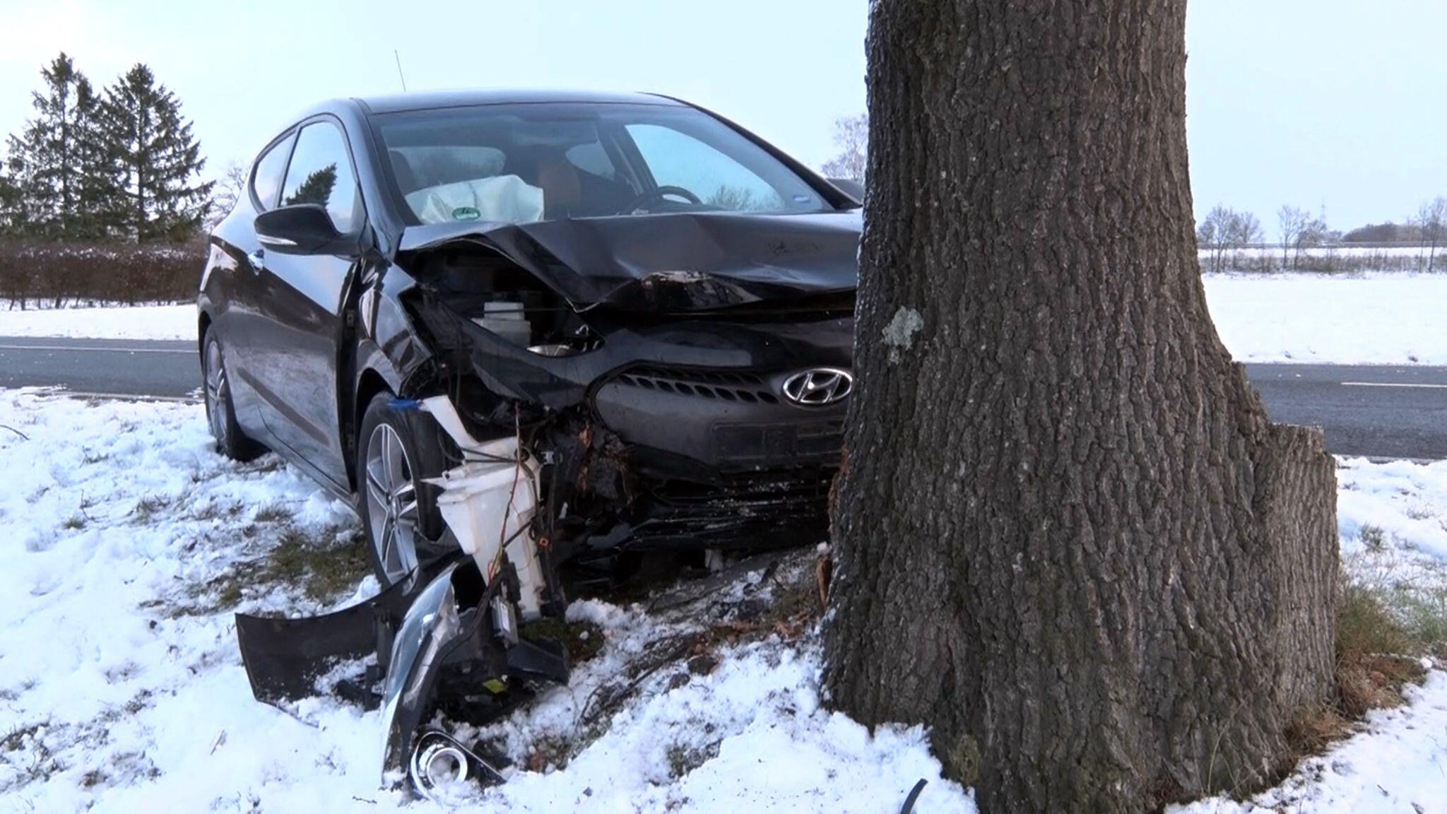 Bild zu Glätte in Niedersachsen - Unfall in Schüttorf