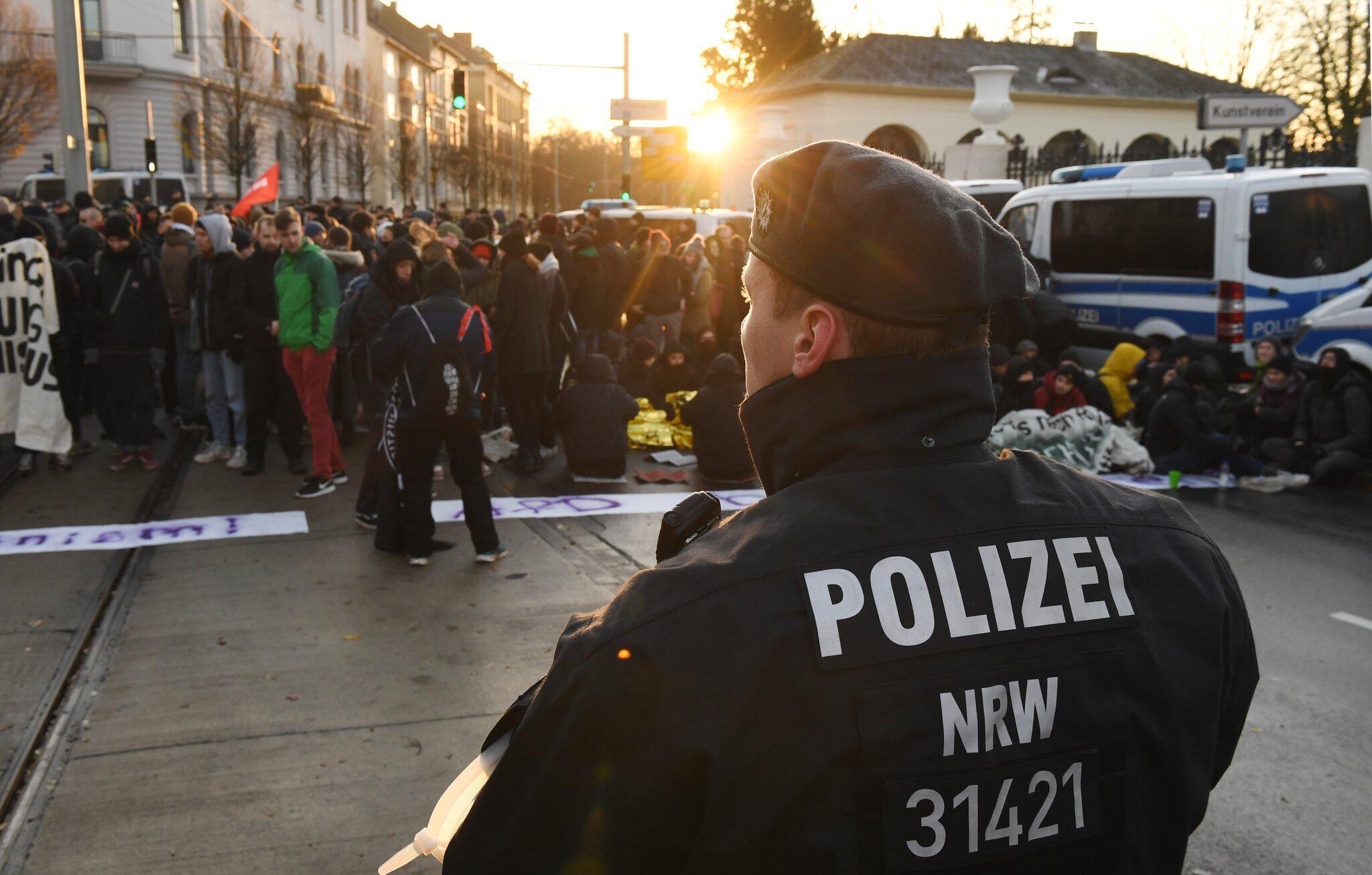 Bild zu AfD-Bundesparteitag - Proteste
