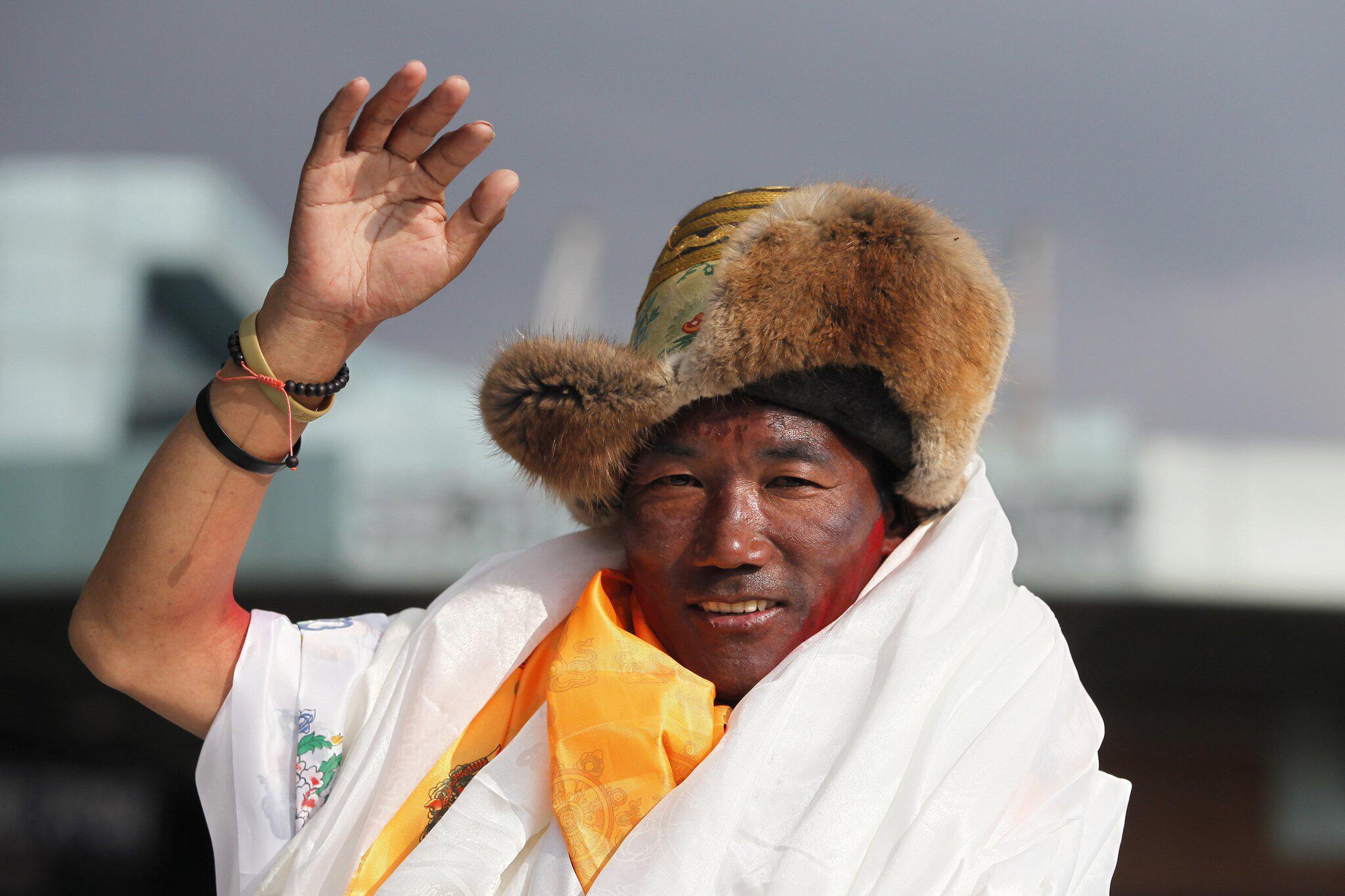 Bild zu Sherpa besteigt Everest zum 23. Mal
