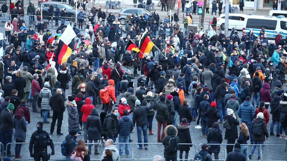 Kundgebung «Thüringen steht zusammen» in Erfurt