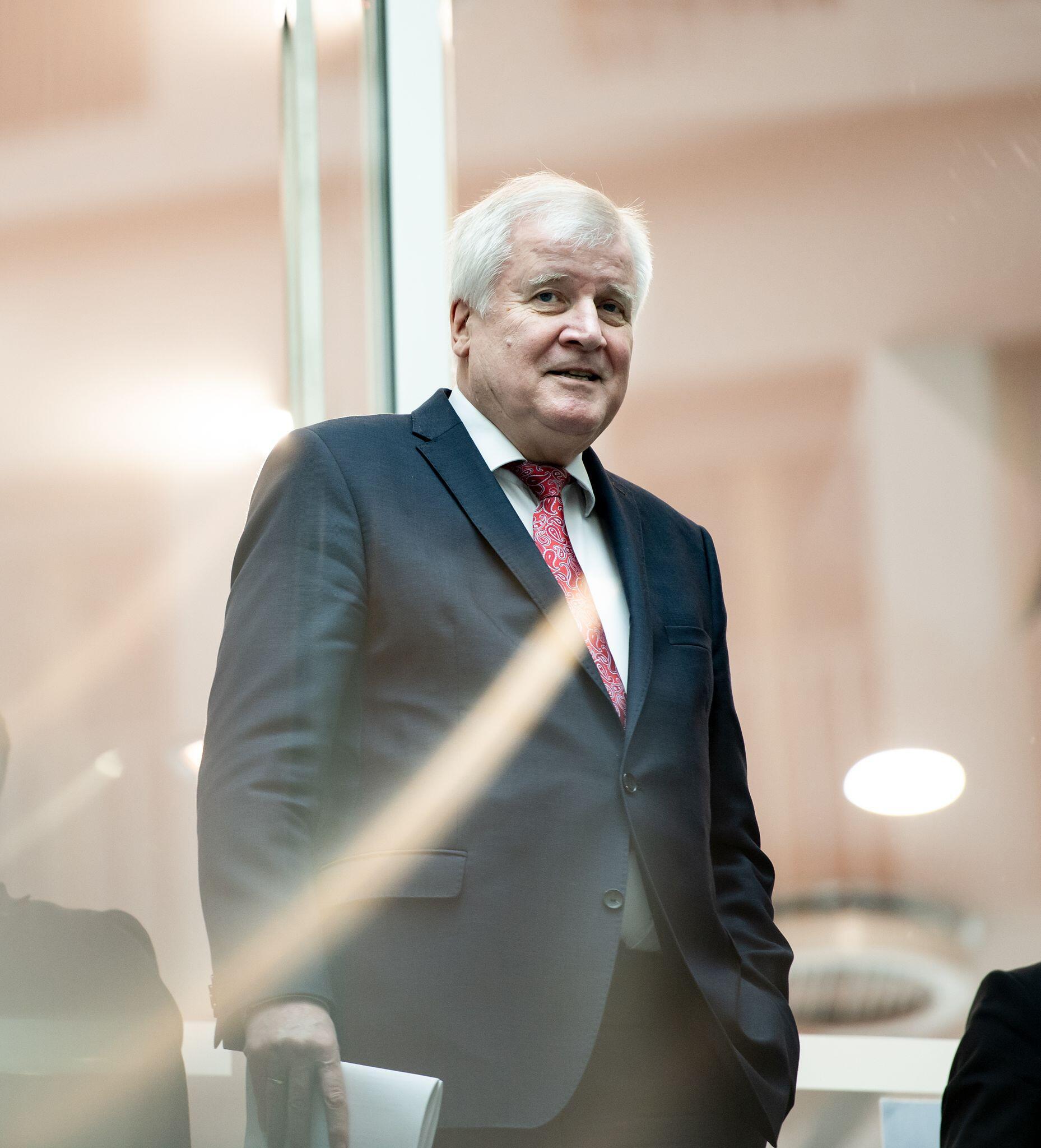 Bild zu Bundesinnenminister Seehofer