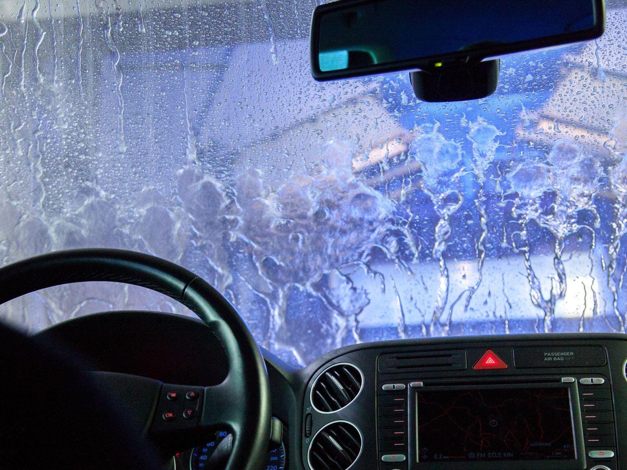 Bild zu Autowäsche Waschstraße Winter