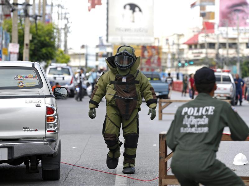 Bild zu Bombenexperte