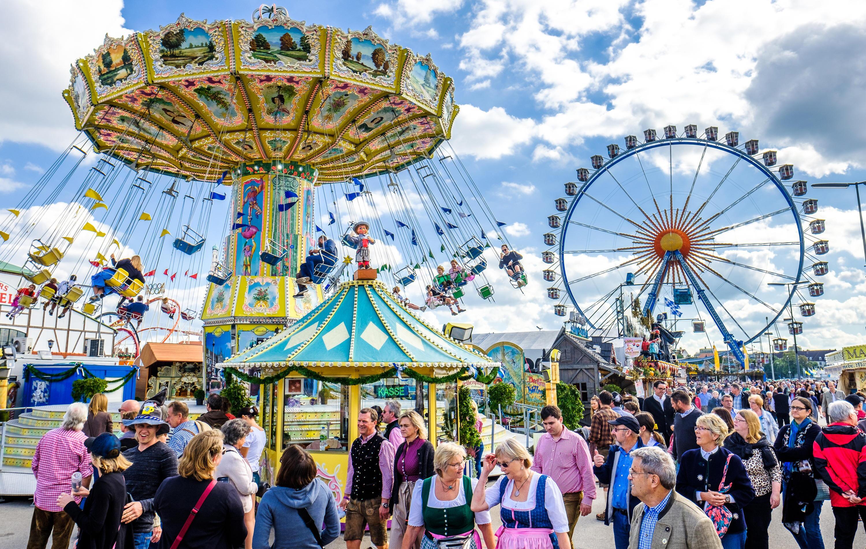 Bild zu Wiesn, Oktoberfest, Tracht, Dirndl, Lederhose, Bier, Fest, München, Bayern