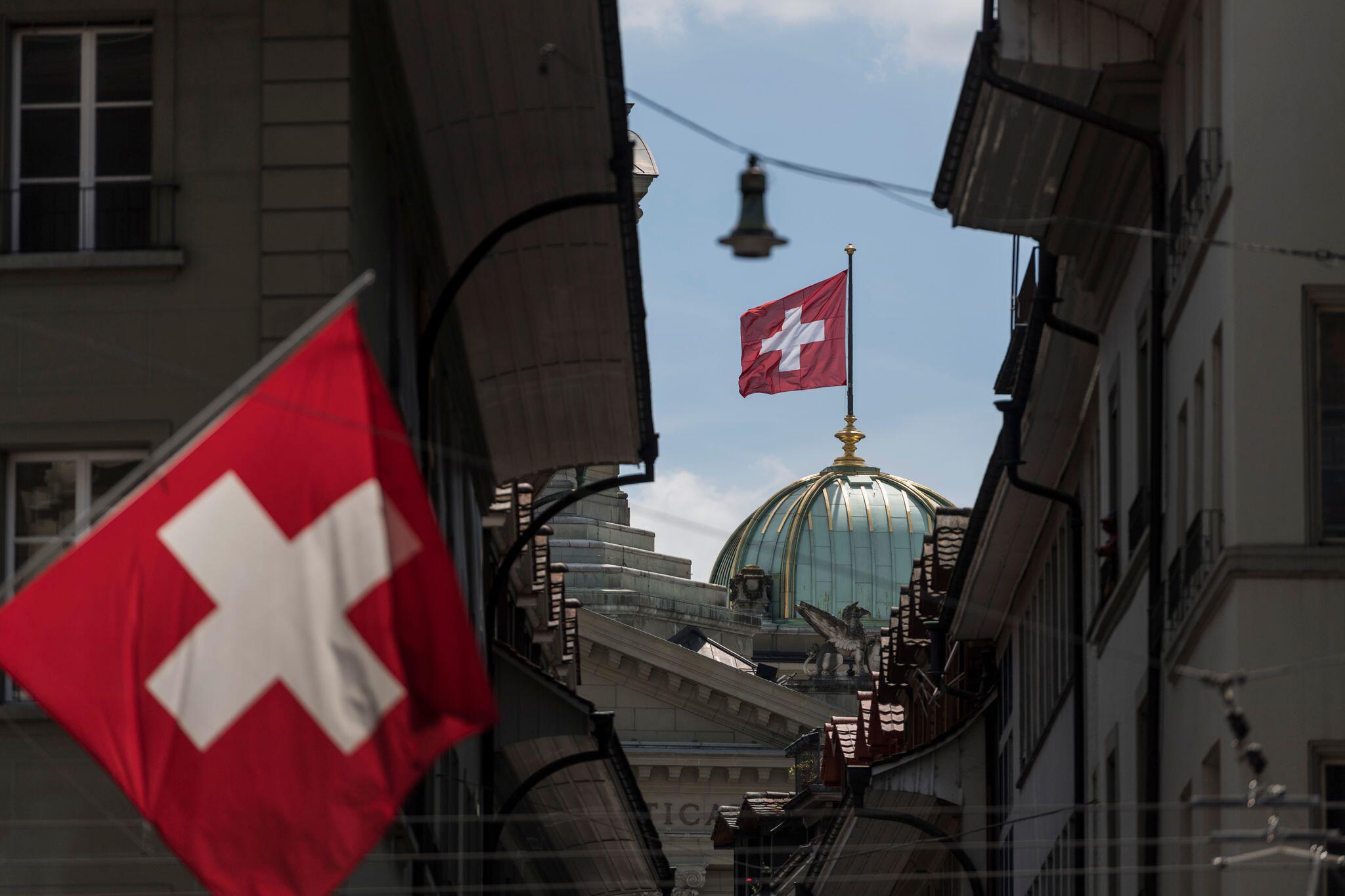 Bild zu Schweizer Wirtschaft mit Rekord-Einbruch