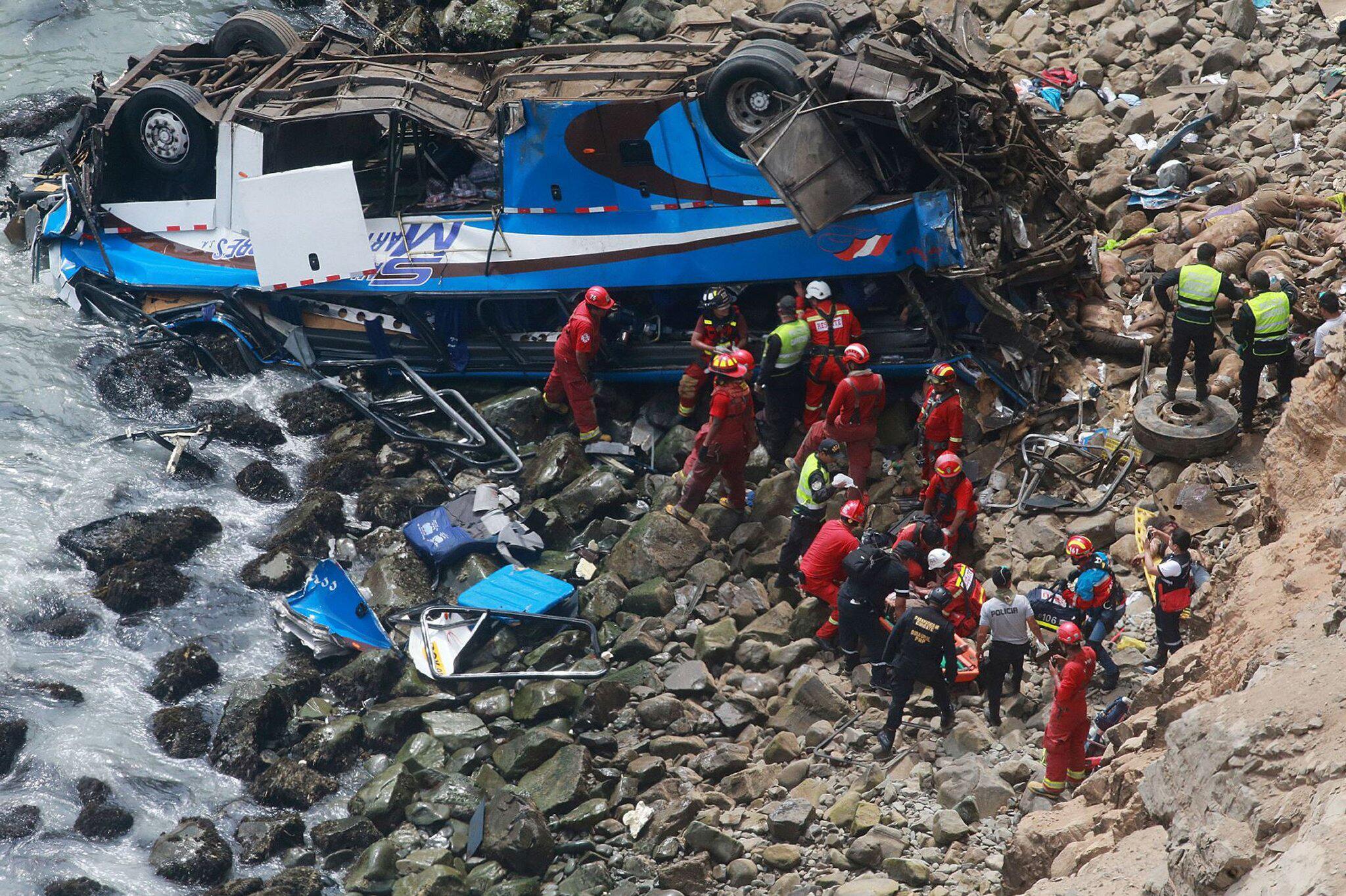 Bild zu Busunglück in Peru