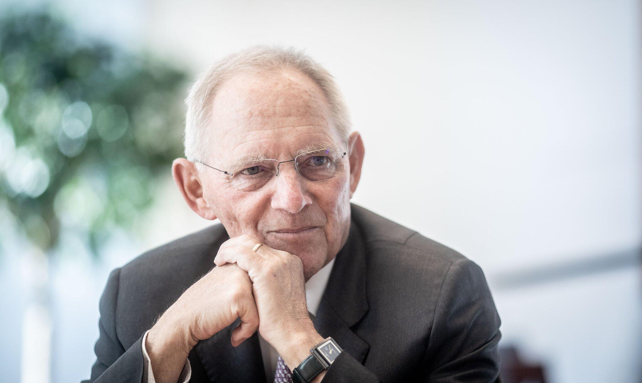 Bild zu Schäuble