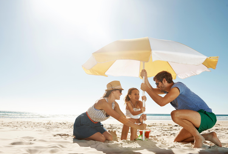 Bild zu urlaub, strand, uv-schutz, strandausstattung, sand, liege, strandmatte, strandmuschel, badeschuhe