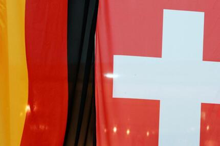 Deutsche und Schweizer Flagge